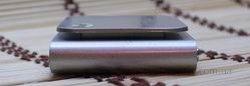 Китайский ipod nano 6g серого цвета, вид слева.