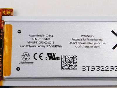 В самом начале надписи на батареи предупреждают нас что батарея может расплавится и/или спонтанно воспламенится- можно поверить, так как сделано в Китае. :)