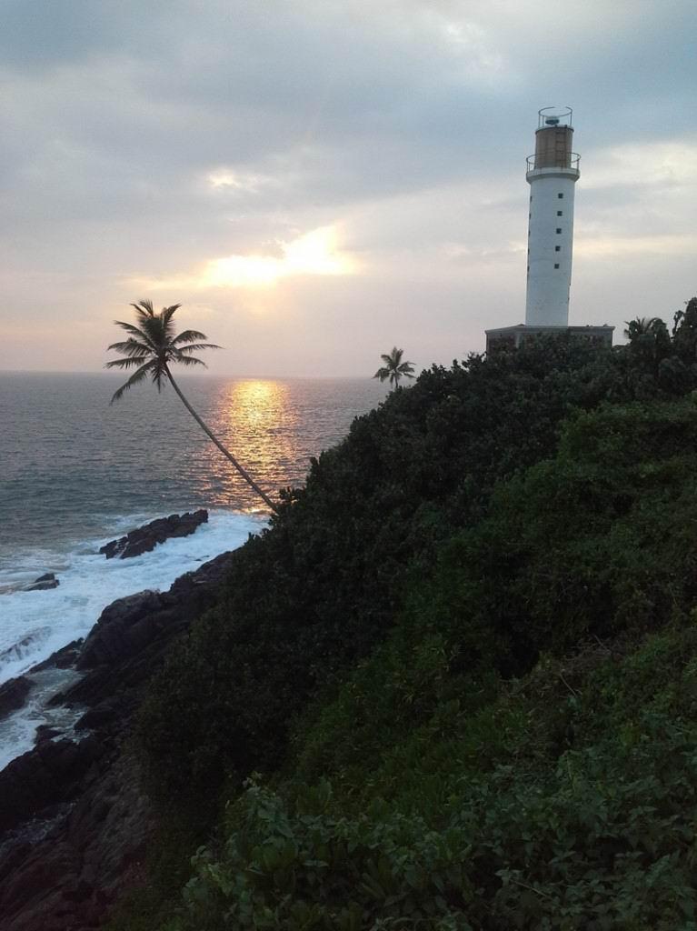 Лучшие пляжи и курорты Шри-Ланки. Фото - Маяк в Мириссе.