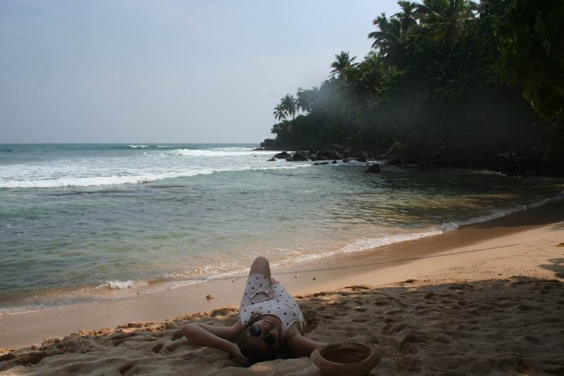 Правая сторона пляжа Мириссы. Место для серфинга.