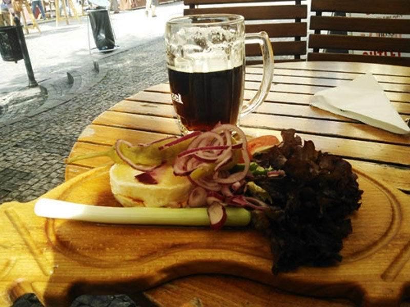 Еда в Праге. Традиционный Гермелин сыр в пражской колковне.