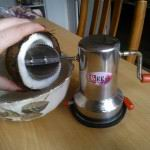 Как сделать кокосовую стружку в домашних условиях. Рецепты с кокосовой стружкой. Сделать кокосовое молоко дома.