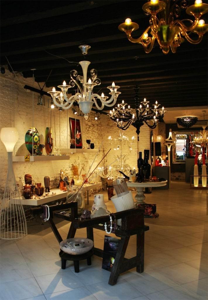 Завораживающий интерьер магазина стекла на острове Мурано.